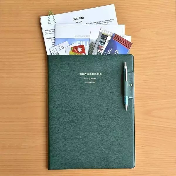Green folder of papers. Photo by Instagram user @the.roseliana