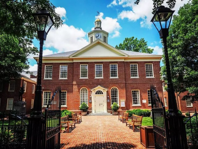 Photo of the Talbot County Courthouse in Easton, MD photo by Instagram user @abitslippy