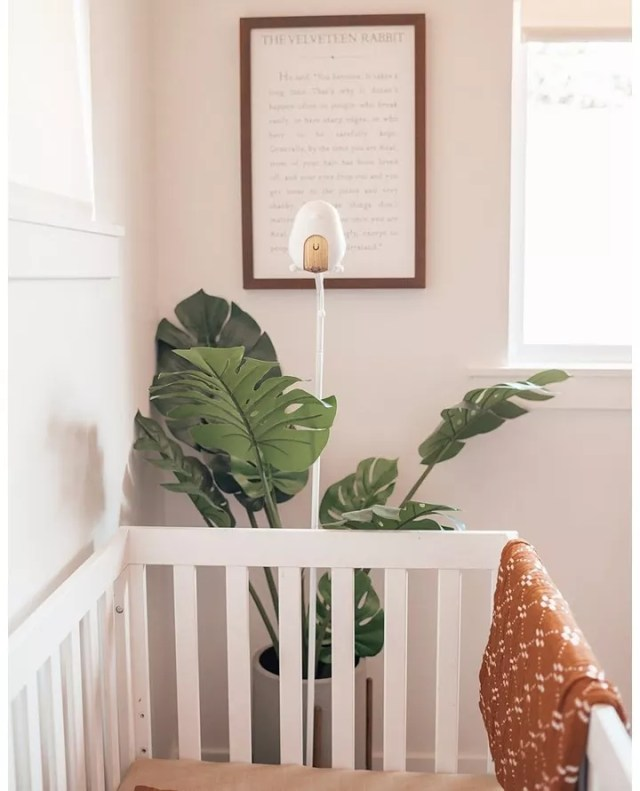 Baby monitor next to crib. Photo by Instagram user @cubobabymonitor