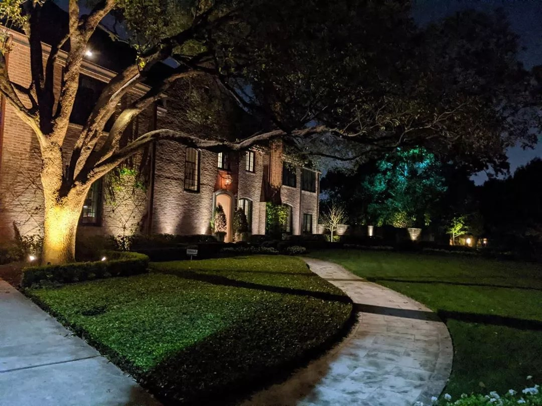 HOme with uplighting and landscape lighting photo by Instagram user @outdoorlightshtx