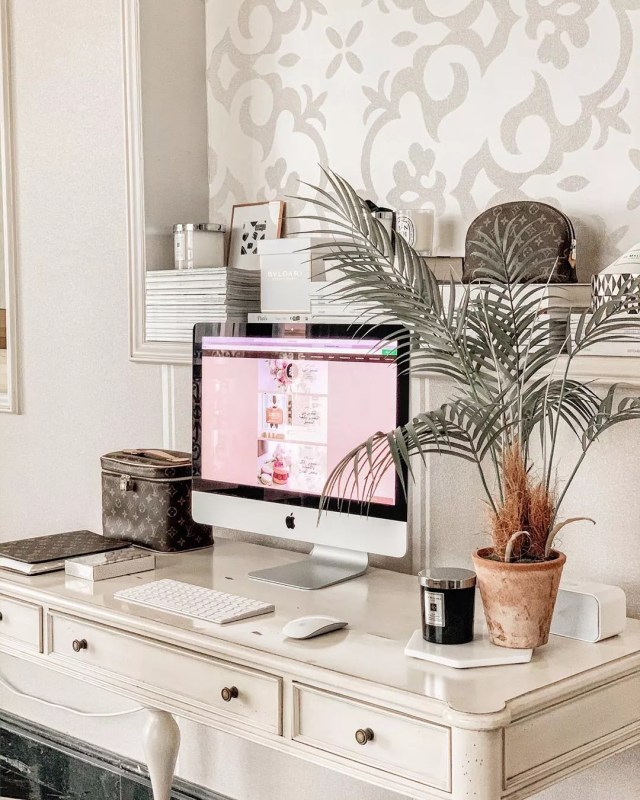 small home desk with iMac and small plant on desktop photo by Instagram user @fatmahilal7