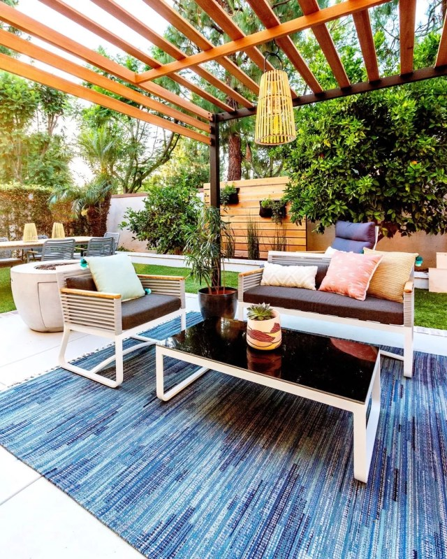 outdoor living space with pergola and outdoor rug photo by Instagram user @anitayokota