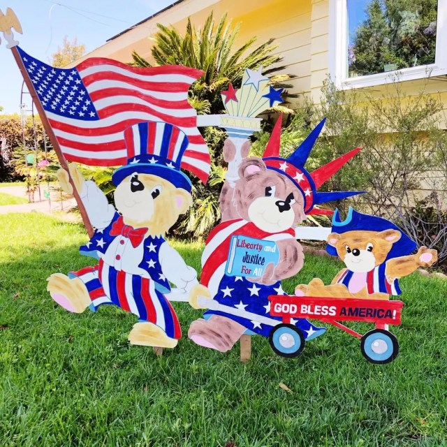 Fourth of July Yard Sign Decorations. Photo by Instagram user @dandjcustomcrafts