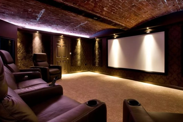 Large Home Theatre Set Up with Projector Screen on the Wall and Recliners. Photo by Instagram user @smartsynergyuk