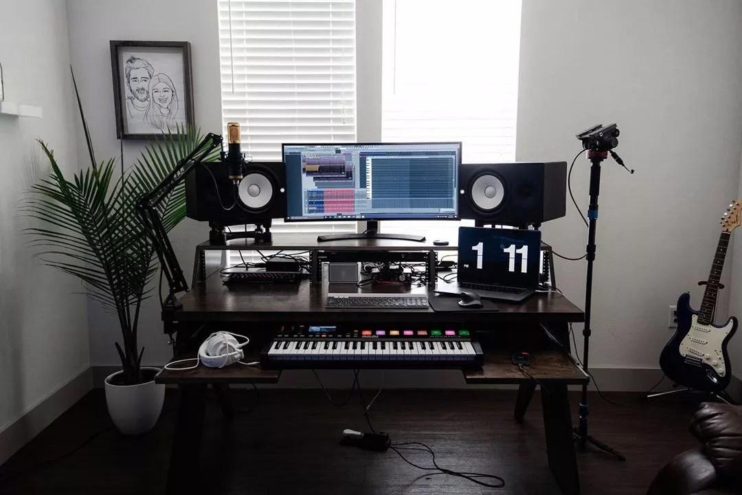 Home Music Studio Workspace. Photo by Instagram user @jayfortherecord