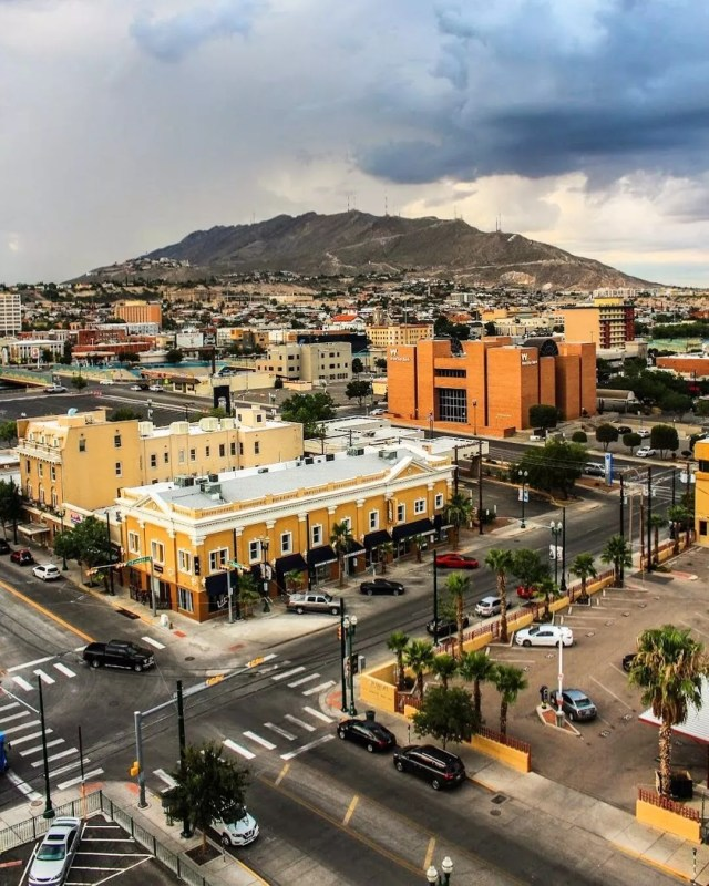 View of Downtown El Paso, TX. Photo by Instagram user @seiriosobscura