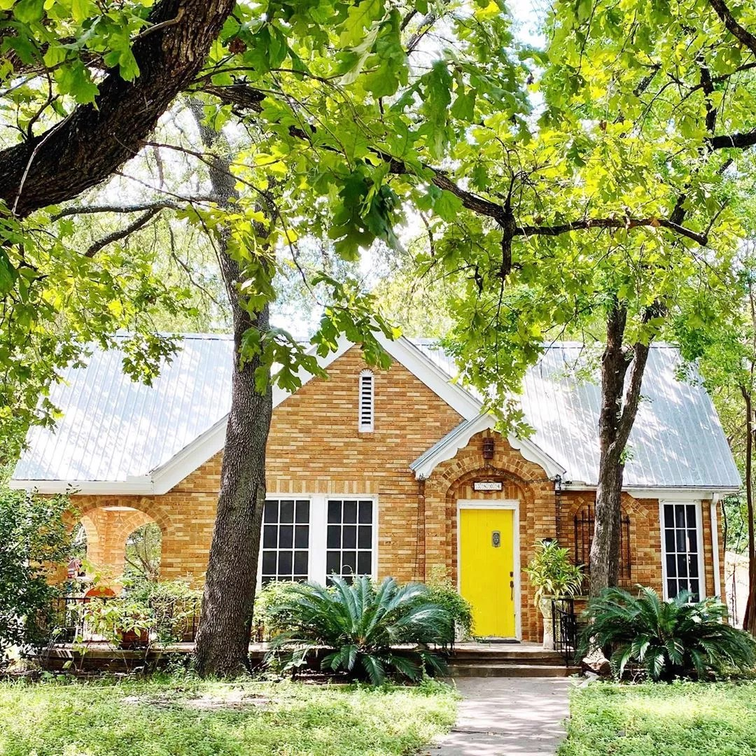 Older Brick Cottage Style Home in Hyde Park, Austin. Photo by Instagram user @charmingaustintexas