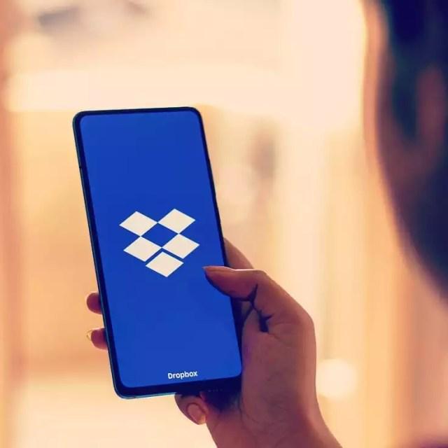 Smart Phone With Dropbox Logo on Screen. Photo by Instagram user @qeeqrewardsclub