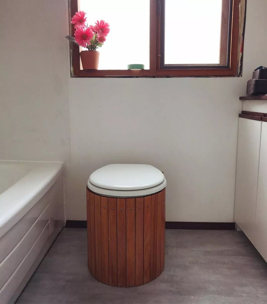 Eco-friendly toilet. Photo by Instagram user @earth.enchantress