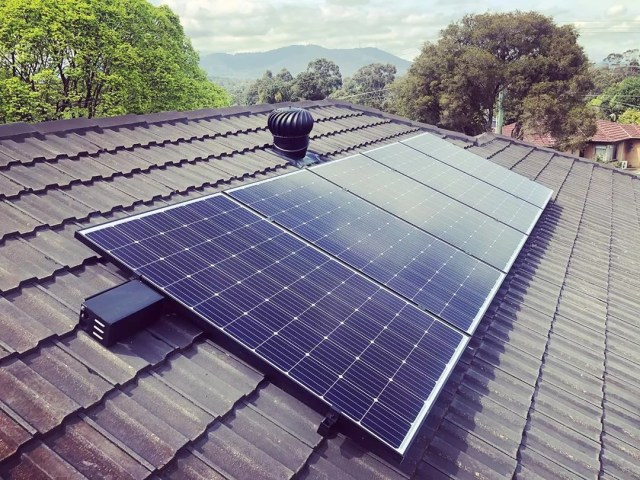 Solar Panels Installed on a Home Roof. Photo by Instagram user @easternenergysolutions