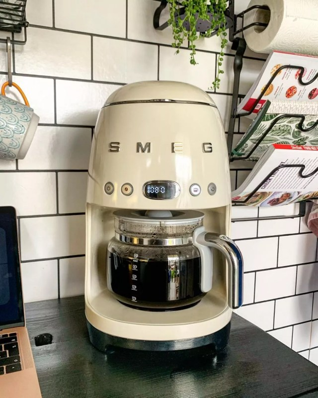 Green Coffee Maker from Smeg. Photo by Instagram user @house_n_hound