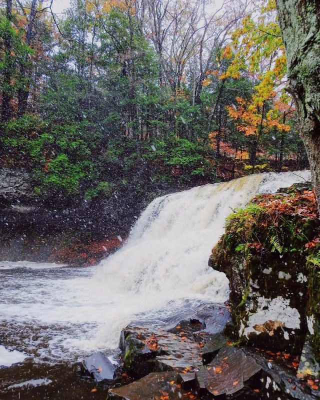 Small waterfall during early snowfall in the autumn at Wadsworth Falls State Park. Photo by Instagram user @alexjwphotography.