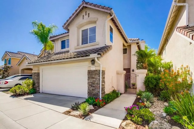 Single-family home in a gated community in Rancho Bernardo, San Diego. Photo by Instagram User @elitehomessandiego