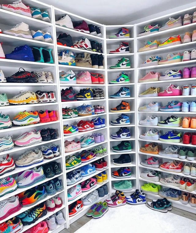 A room converted into shoe storage. Photo by Instagram User @palinaroza