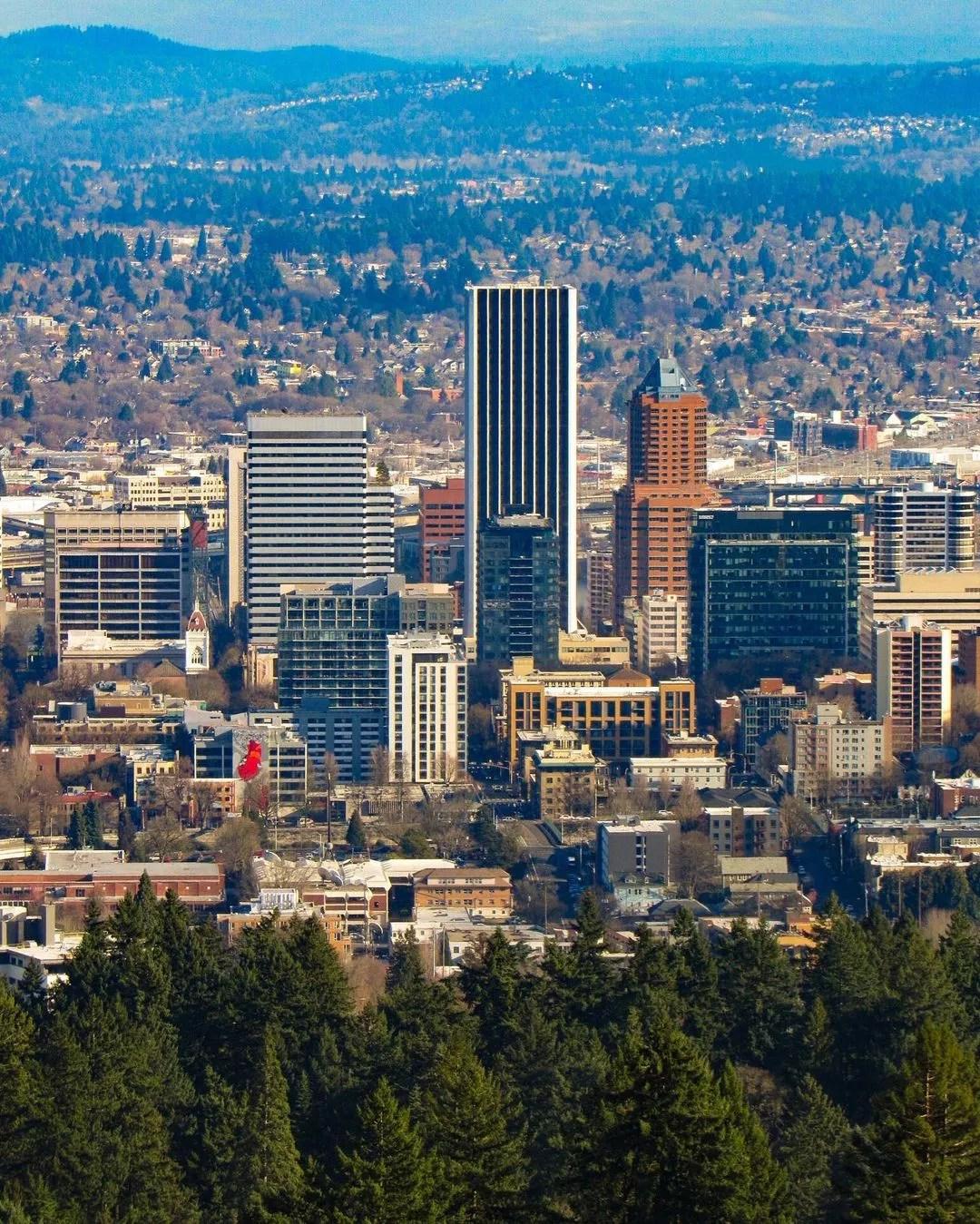 Portland skyline on a sunny day. Photo by Instagram User @yumenogrden