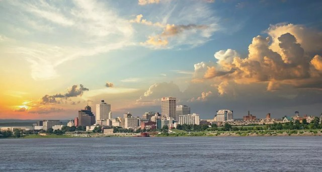 Memphis, TN skyline from across the water. Photo by Instagram User @isaacsingleton