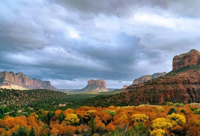 View of the mountains in Sedona, AZ with overcast sky. Photo by Instagram user @livewhatyoufear