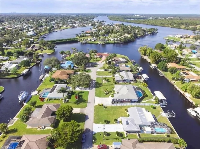 Drone Photo of Homes in Fort Myers. Photo by Instagram user @samuraic33