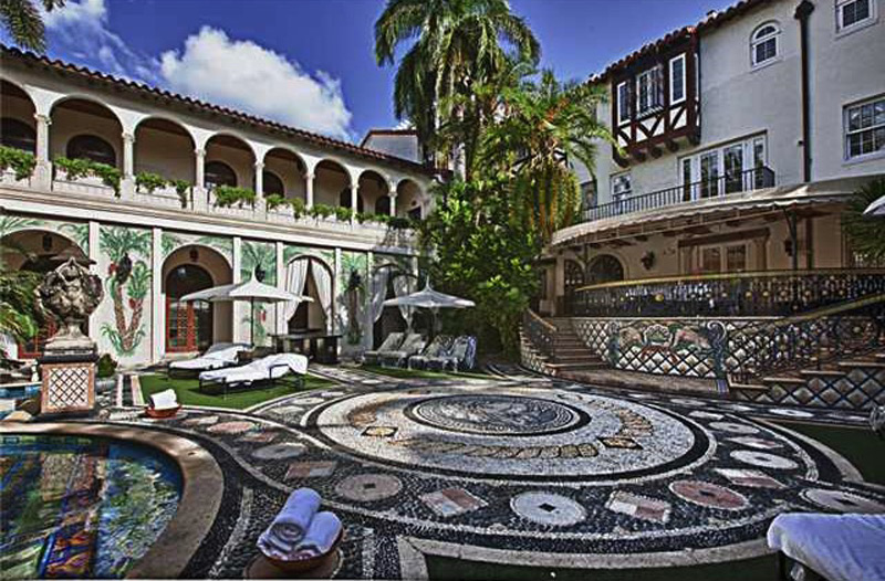 Versace Mansion Will End Up at Bankruptcy Auction  eXtravaganzi
