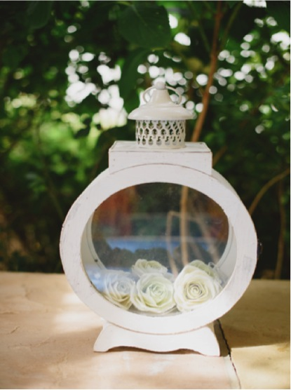 extremely_lovely_wedding_porthole_lantern