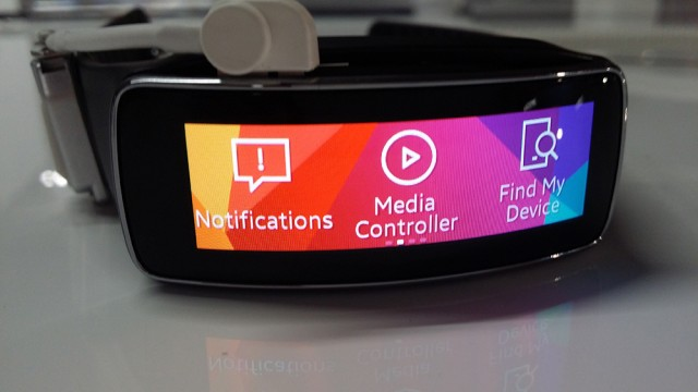Samsung Gear Fit, on its side