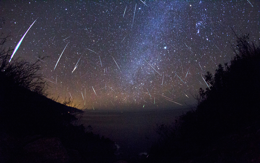 Tonights brandnew meteor shower could turn into a meteor storm with 1000 shooting stars per