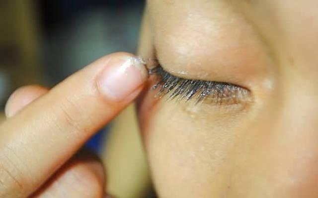 Image result for Vaseline as an enhancer of eyelashes