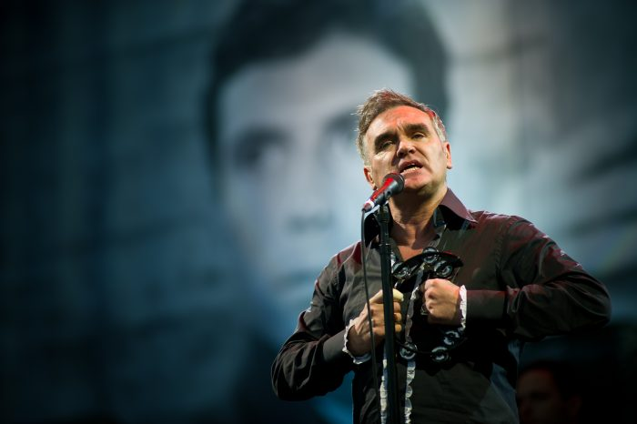 morrissey-saca-un-lyric-video-para-jackys-only-happy-when-shes-up-on-the-stage-noticias-sin-categoria