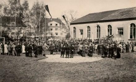 19xx unbekanntes Fest auf dem Sportplatz