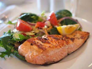 grilled salmon with vegetables on a plqte.