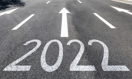 the number 2022 on the road with an arrow in front of it going up.