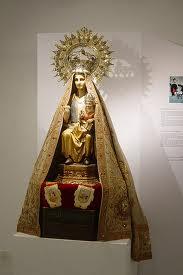 Hallan en unos zarzales la corona y el manto robados a la Virgen de La Antigua de Orduña