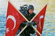 Dünya Rekortmeni Akvaryum Adam Cem Karabay'dan Gökçeada'da 23 Nisan Dalışı