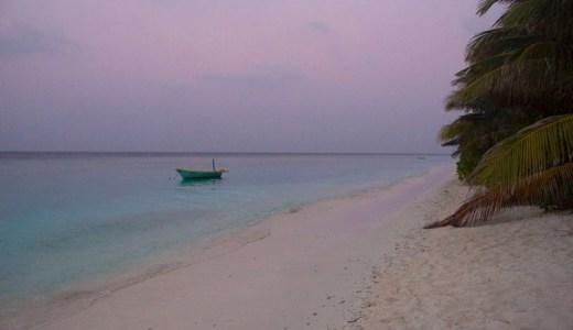 〈モルディブ〉ローカルアイランド・ウクラス島  花咲き乱れる美しい島