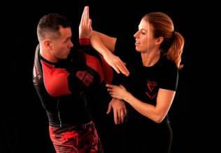 Clases defensa personal femenina gimnasio Zamora