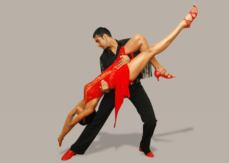 bailes latinos y en línea en gimnasio zamora