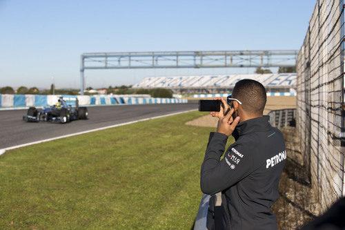 Lewis Hamilton graba a Nico Rosberg pilotando el Mercedes W04 en Jerez