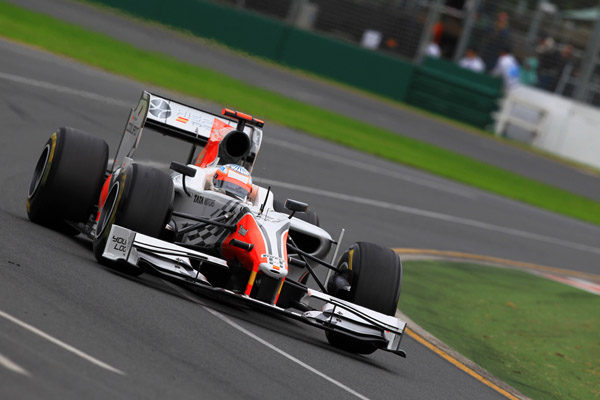 Karthikeyan rodando en Australia con el Hispania F111