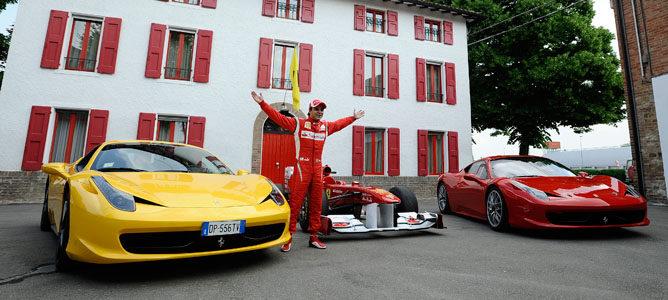 Massa entre un 458 Challenge y un 458 Italia, detrás el 150º Italia