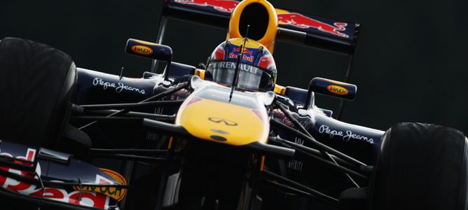 Webber rodando en los Libres 2 de Spa-Francorchamps