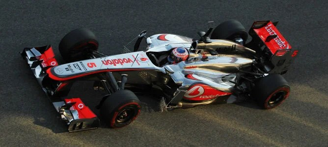 Button rodando en pista