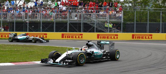 Los Mercedes AMG rodando en pista