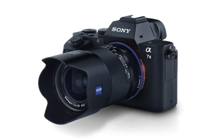 objektiv Zeiss Loxia 2,4/25 a fotoaparát Sony Alpha A7 II