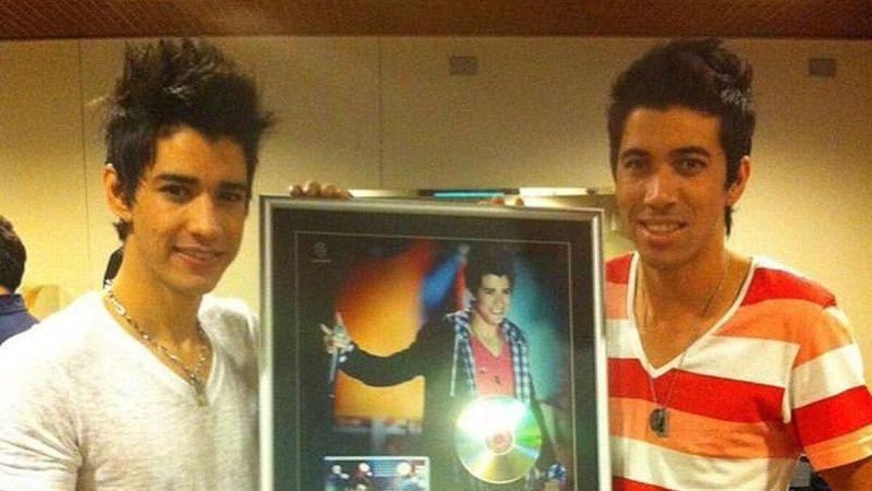 """Gusttavo Lima aparece em foto rara com o irmão e fã brinca: """"Tempo foi generoso com ele"""""""