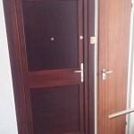 panel lakás fa ajtó beépítés