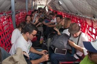 Médicos a bordo do C-105 Amazonas  Cabo Vinícius Santos / Agência Força Aérea