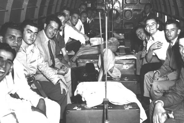 Primeiros alunos do ITA em aeronave da FAB  Arquivo ITA