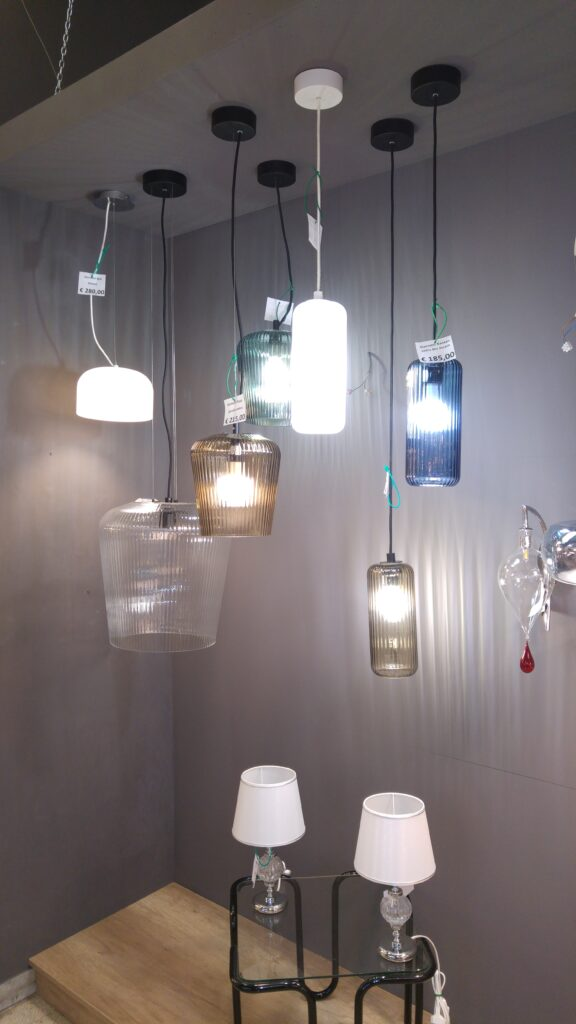 Multiforme produce lampadari in vetro di murano: Fabbrica Lampadari La Luce Circ Gianicolense 28 40 Roma