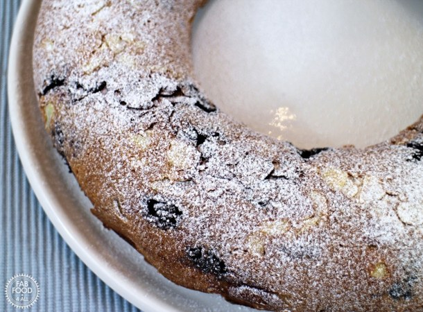 Blackberry and Apple Cake - Fab Food 4 All