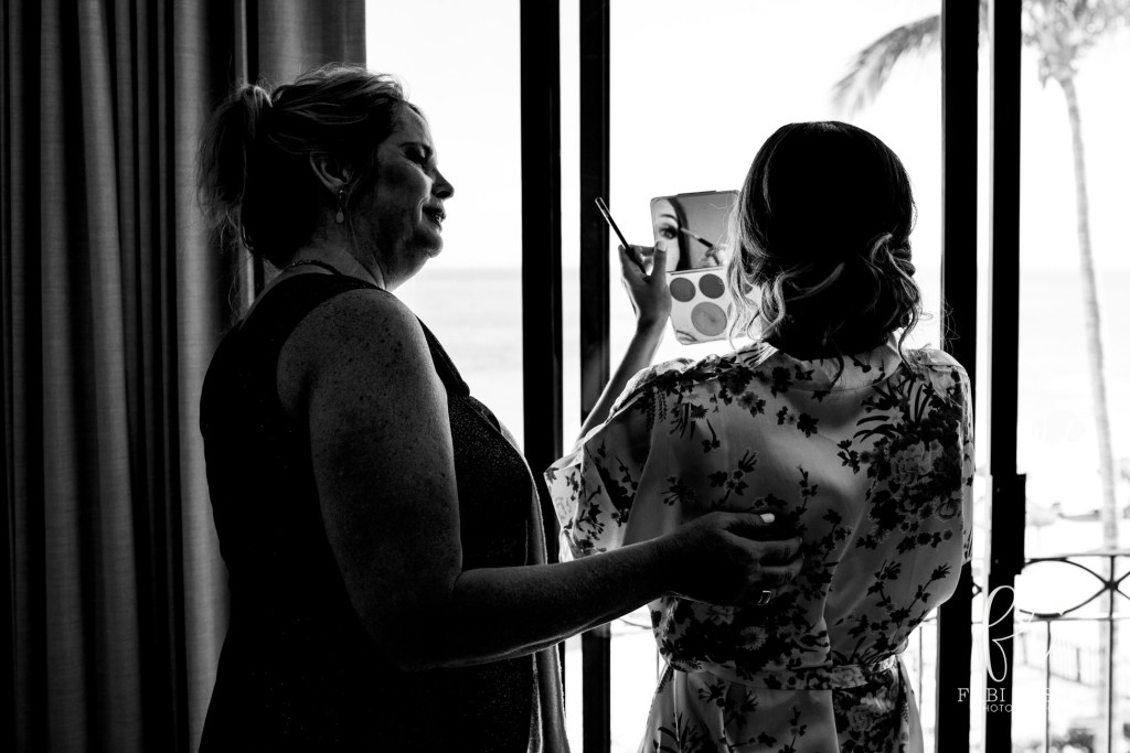 Getting ready moments by Fabi Rosas Photography